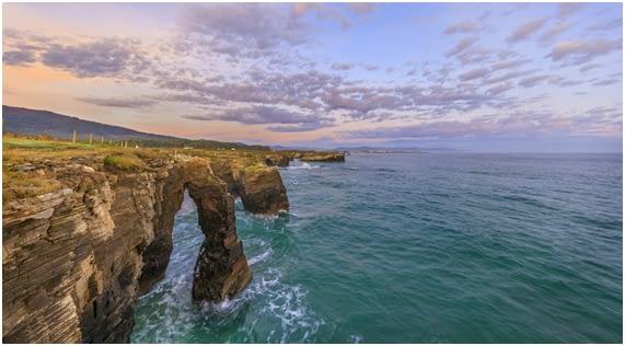 Playa-Catedrales-Marea-Alta-MonedasOroPlata