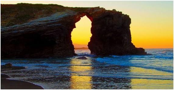 Vista-Playa-Catedrales-Atardecer-MonedasOroPlata